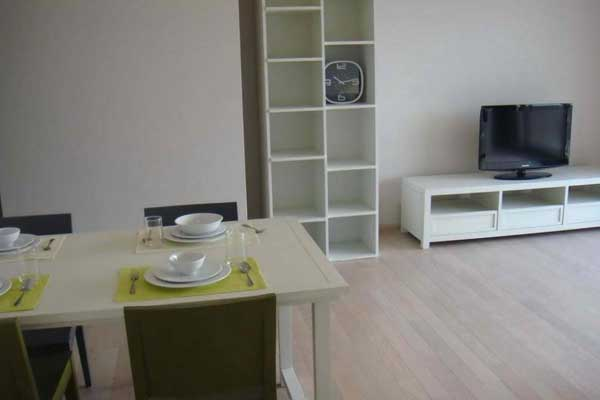 Noble-Solo-1br-rent-1017-feat